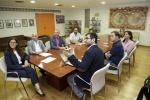 Un grupo de personas durante una reunión